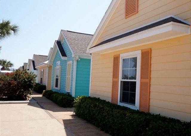 The Marquesas complex offers a colorful option to stay on Padre Island - La Casita Tortuga - Corpus Christi - rentals