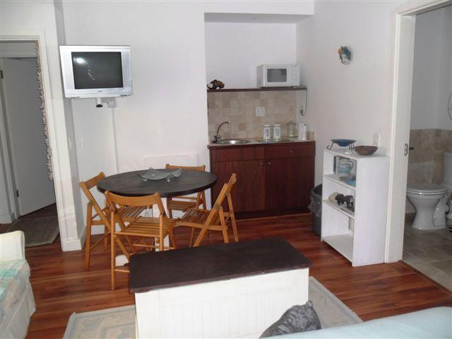 Room with 2 single beds kitchenette - Neat/modern self catering rooms on MyCiti busroute - Bloubergstrand - rentals