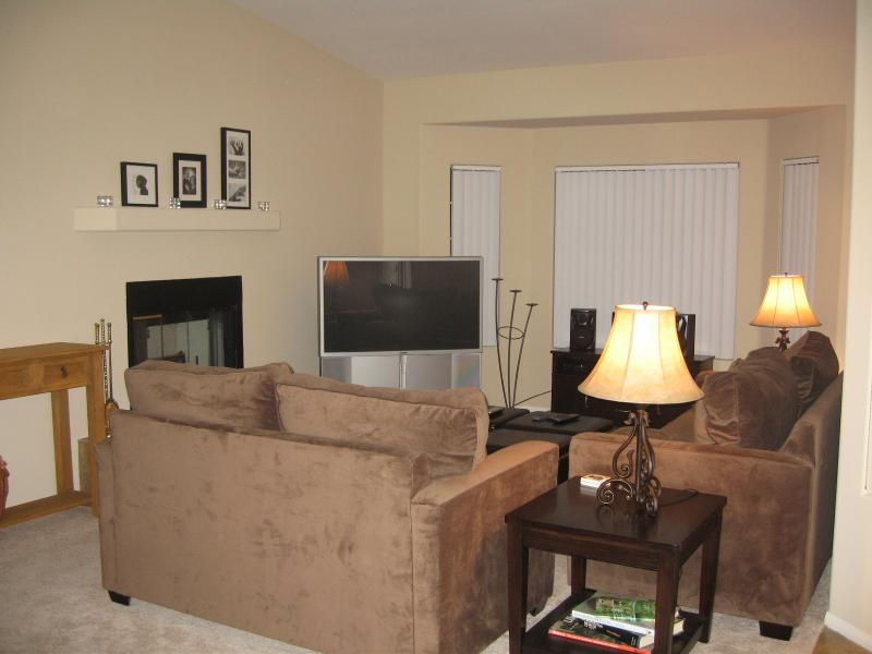 """Living Room - Queen Sofa, Love Seat, 50"""" Sony HDTV, Stereo, DVD, VCR, Fireplace - Mission Lakes Country Club Spacious Private Home - Desert Hot Springs - rentals"""