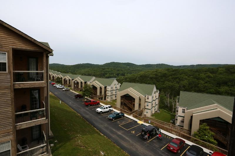 Penthouse, Jetted tub, Fireplace, Pool and close to Silver Dollar City (32-5) - Image 1 - Branson - rentals
