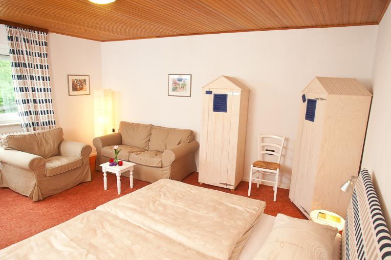 Bedroom with TV-lounge - Meierei Haffkrug, Appt. Springflut - Scharbeutz - rentals