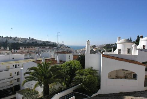 Spacious balconies offer stunning views over Carvoeiro and the ocean - Colina Branca Superb Townhouse - Carvoeiro - rentals