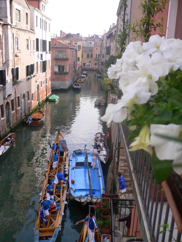 Dolce Vita's view from Balcony  - Charming  Dolce Vita  Channel  View  - free wifi- - Venice - rentals