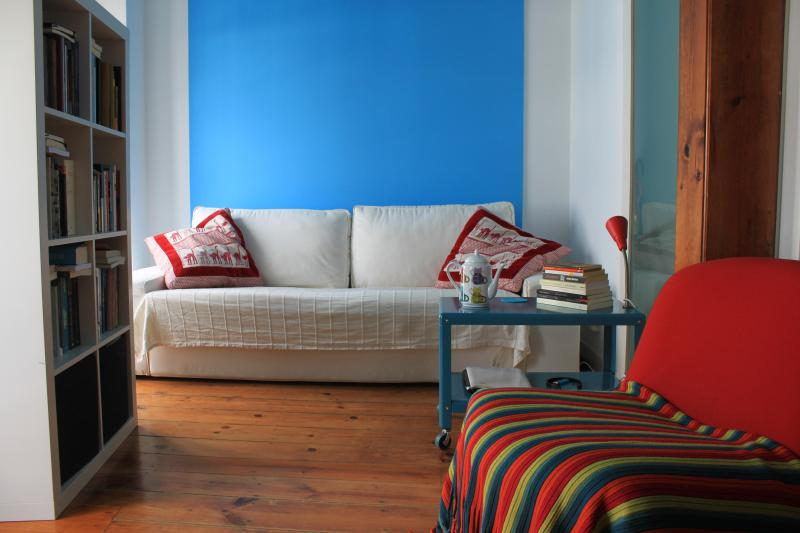 living room 1 - Lovely apt. at Castelo. Balcony and river view. - Lisbon - rentals