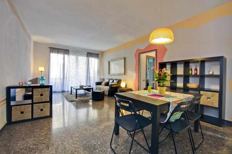 Colourful & Central Apartment - WIFI - Image 1 - Barcelona - rentals