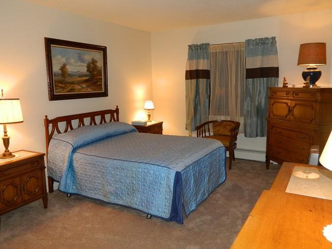 Sunny room,full-size bed - ROSE'S  COZY  MOUNTAINVIEW  DUPLEX - Rutland - rentals