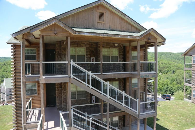 Top unit, Fireplace, Pool, Hot tub and next to Silver Dollar City (32-6) - Image 1 - Branson - rentals