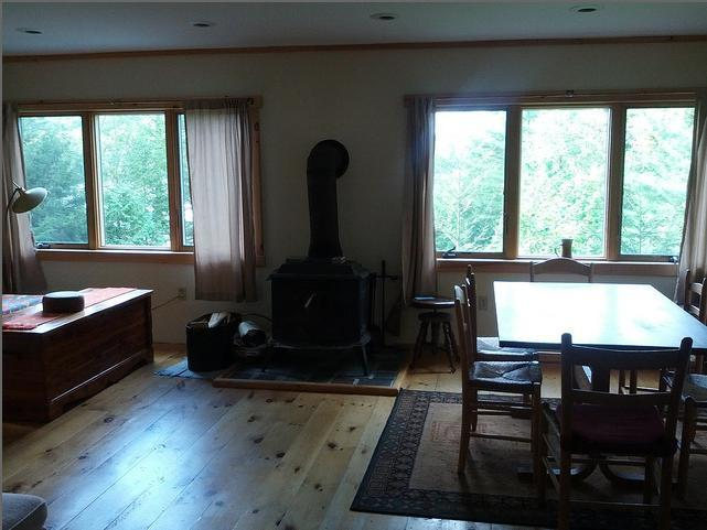 living room and kitchen Phoebe cottage - SPECIAL OPENINGS LAKESIDE COTTAGES  JULY 15-20 CALL 518 585 3520 - Paradox - rentals