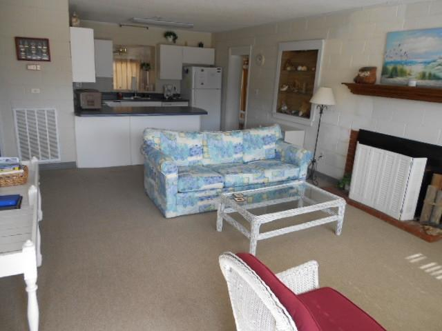 Large living room/kitchen combination great for large families - Island Escape 115368 - Kure Beach - rentals