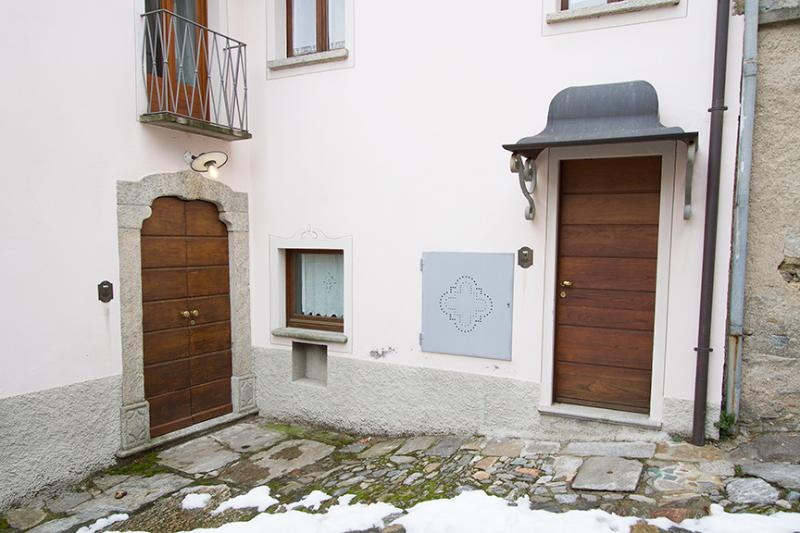 Exterior - Italian Lakes 3 bedroom apartment. Lake views. - Lake Maggiore - rentals