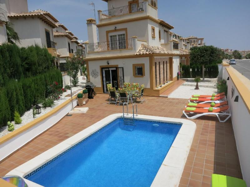 Garden area  - Villa in Cabo Roig, Costa Blanca, Spain - Alicante - rentals