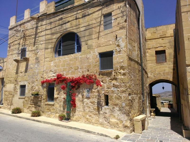 Casa laeta (happy house) on the island of joy - Image 1 - Xlendi - rentals
