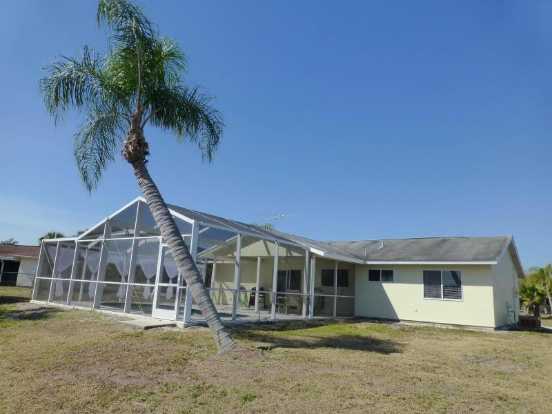 Backside of the house - Beautiful  Contemporary House on the Lake - Port Charlotte - rentals