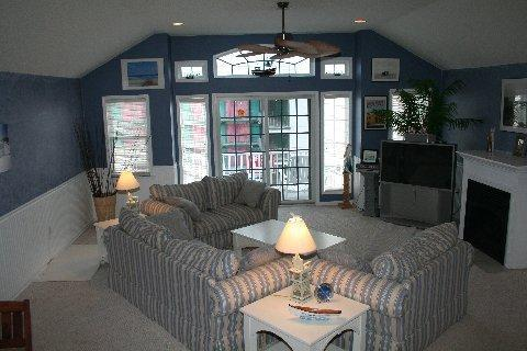 Spacious Living Area with Fireplace - North Wildwood 2 BLOCKS to BEACH Top Middle Unit - North Wildwood - rentals