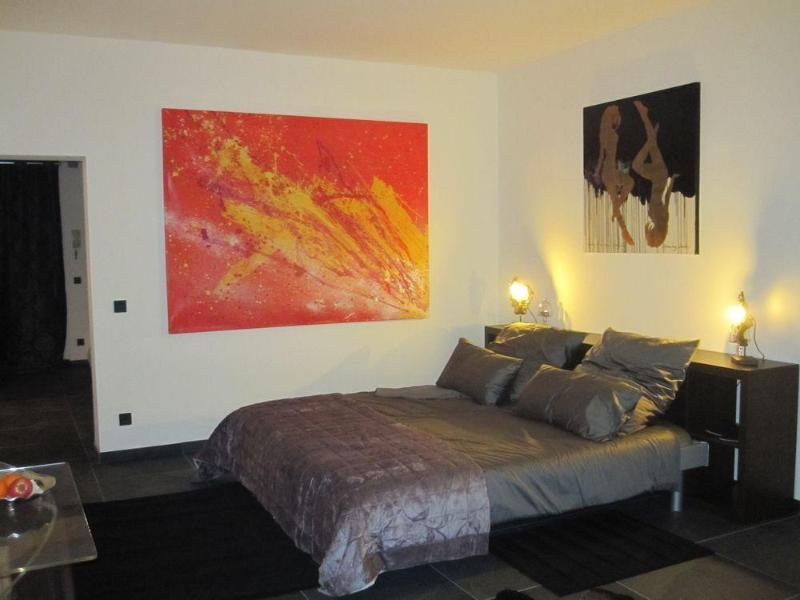 mainroom bedview night - Berlin Art Deluxe Shopping, WiFi free, fully equipped - Berlin - rentals