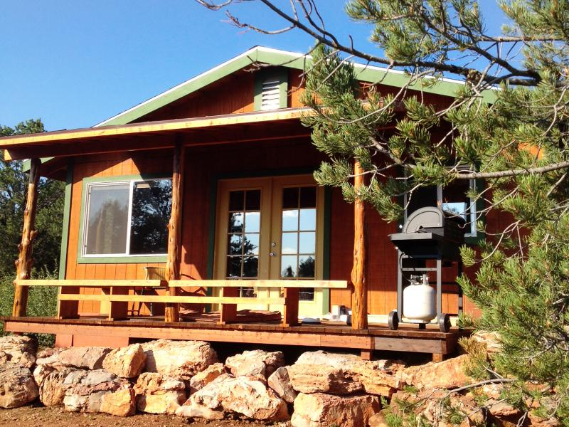 Surrounded by Trees and Views everywhere you look!! - Rustic Charm Near Grand Canyon - Grand Canyon - rentals