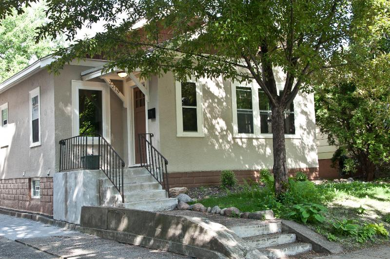 Spacious, Modern, Sparkling Clean & Near DT MPLS! - Image 1 - Minneapolis - rentals