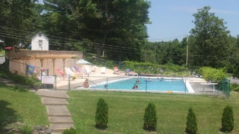 Outdoor pool - 2 bedroom apartment - Catskill - rentals
