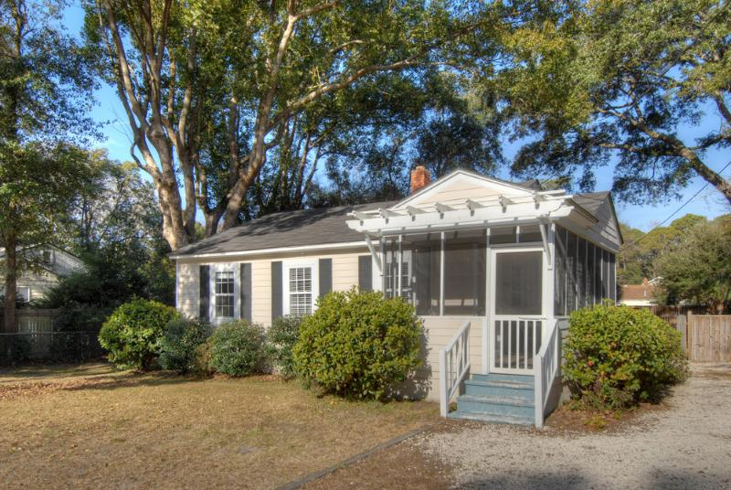 A beautiful cottage in a quiet neighborhood with wonderful neighbors. - The Piper Cottage - Saint Simons Island - rentals