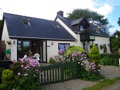 Pet Friendly Holiday Cottage - Ivy Cottage, Landshipping - Image 1 - Pembrokeshire - rentals