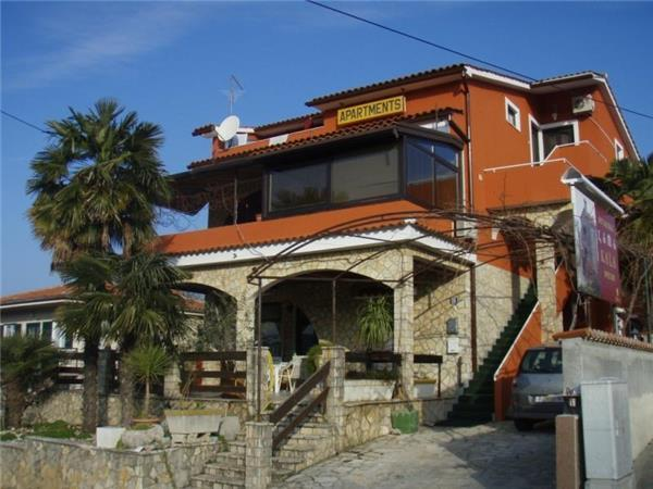 Apartment for 5 persons near the beach in Krk - Image 1 - Njivice - rentals
