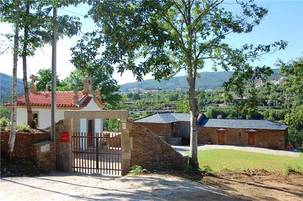 Holiday house for 7 persons, with swimming pool , near the beach in Gerês - Image 1 - Cinfaes - rentals