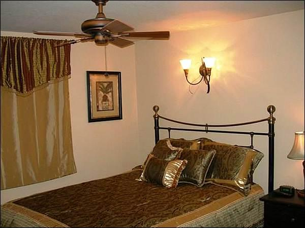 Bedroom Includes a Queen Bed - Charming & Affordable Accommodations - Hillside Views (1342) - Crested Butte - rentals