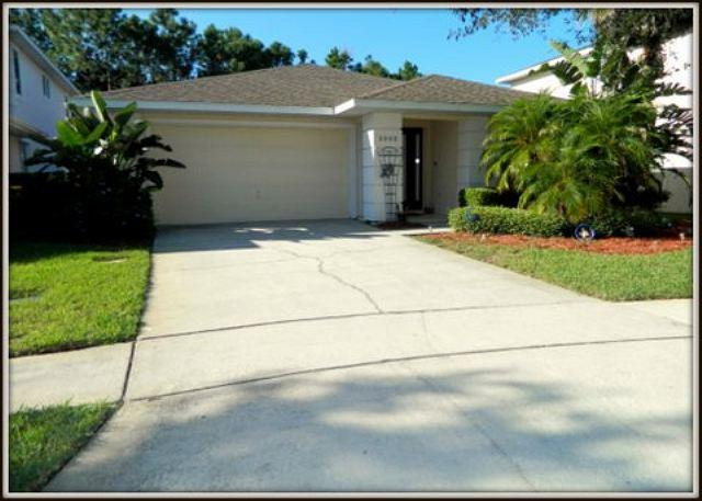 Beautiful 4 Bed Sunset Lakes Family Home, With South Facing Pool (AV2902SL) - Image 1 - Kissimmee - rentals