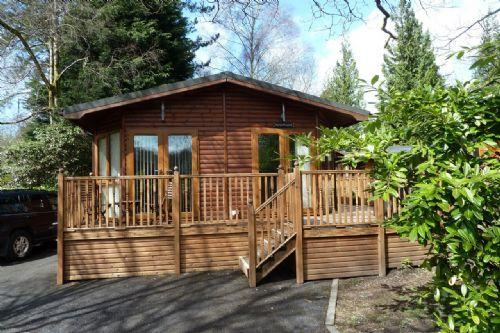 TWA DOGS LODGE, White Cross Bay, Windermere - Image 1 - Bowness & Windermere - rentals
