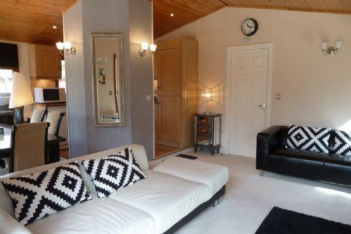 LAKESIDE LODGE 9, White Cross Bay, Windermere - Image 1 - Bowness & Windermere - rentals
