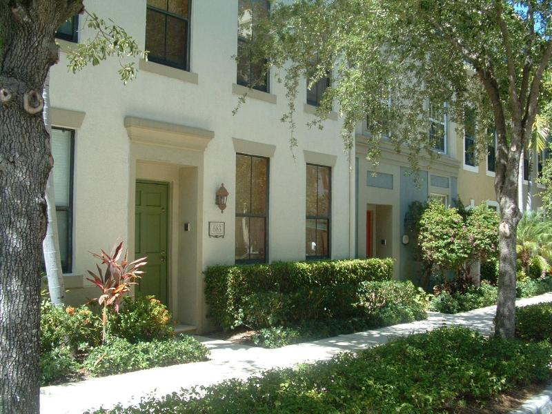 3-Story Townhome - steps from everything - Spacious comfort and convenience in CityPlace - West Palm Beach - rentals