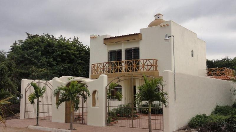 Front view Casa Las Palmas - Beautiful Casa Las Palmas In Guayabitos - 4 Br - 4ba - Jacuzzi - Internet - Air Conditioning - 2 Blocks From The Beach - Rincon de Guayabitos - rentals