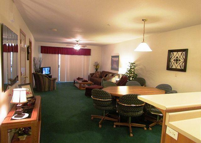 Living Room - Captivating Quarters-2 Bedroom, 2 Bath Emerald Bay Yacht Club Condo - Hollister - rentals