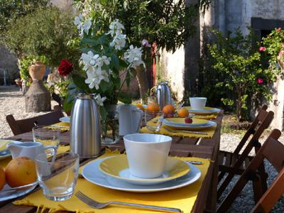 Breakfast in the garden - Ancient manor in Sicilian style near the Etna Park - Catania - rentals