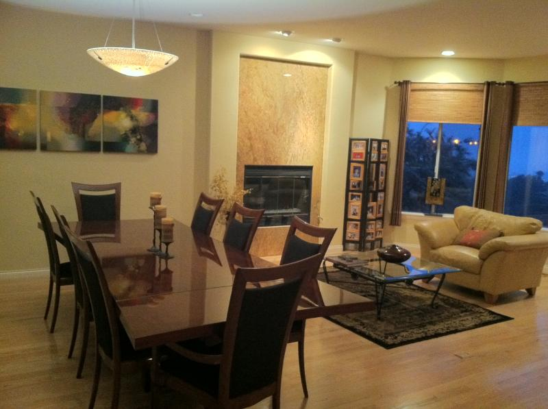Dining/TV area with fireplace and view - Contemporary Multi-Level San Diego View Home - La Mesa - rentals