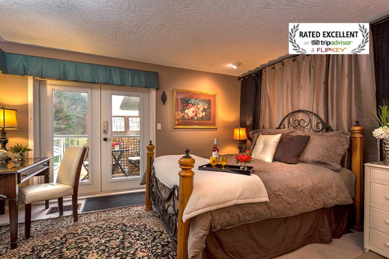 Your room gives you a warm feeling at night as task lighting sets the mood - Lovely Guest Suite w/Hot tub nr Ocean & Forest - Victoria - rentals