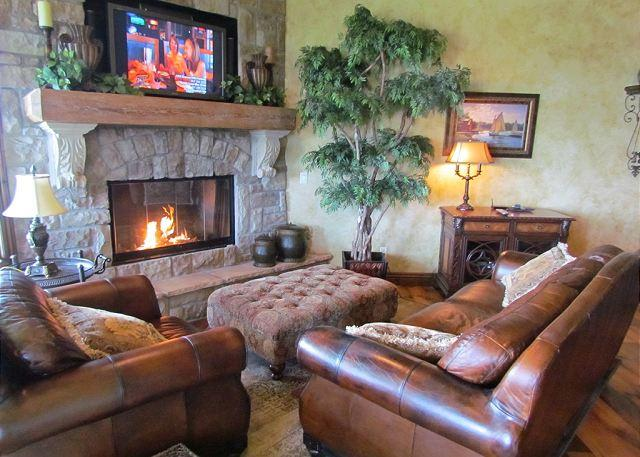 Living Room - Royal Retreat : Vacation Like a King in this 3 Bedroom, 3 Bath Condo - Hollister - rentals