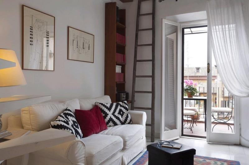 Living room opening on the terrasse - Charming apartment in Rome's historic district - Rome - rentals