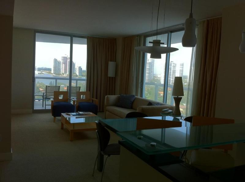 Ocean view - 2 bedrooms apt at Marenas Resort - Sunny Isles - rentals