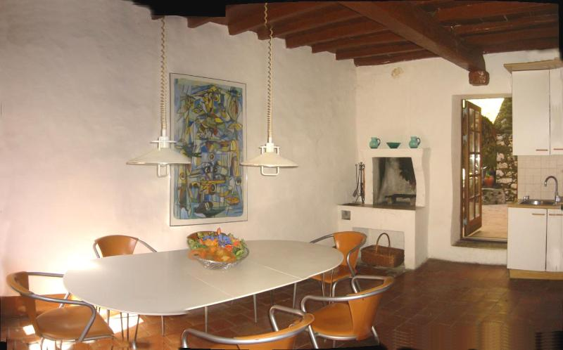 Dining room with stylish kitchen with dishwasher - Wonderful house in Cori - Close to Rome and beach - Trevi nel Lazio - rentals