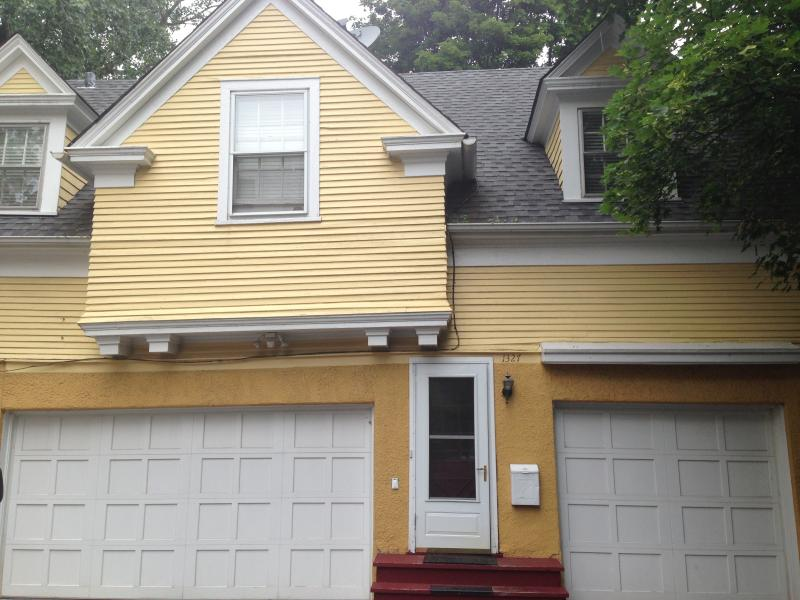 The Exterior - Private 2 Bedroom Coach House - Evanston - rentals