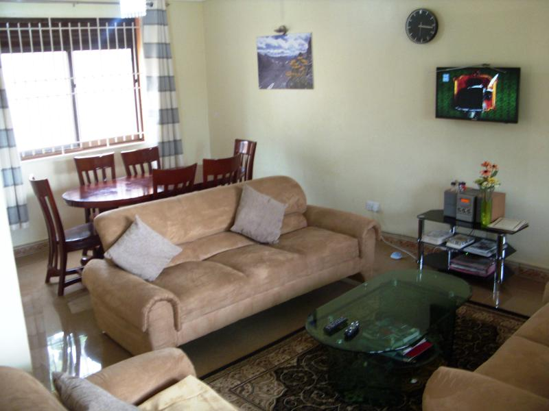 Living room and Dinning room - Semi-Detached House Furnished in Kiwatule Kampala - Kampala - rentals