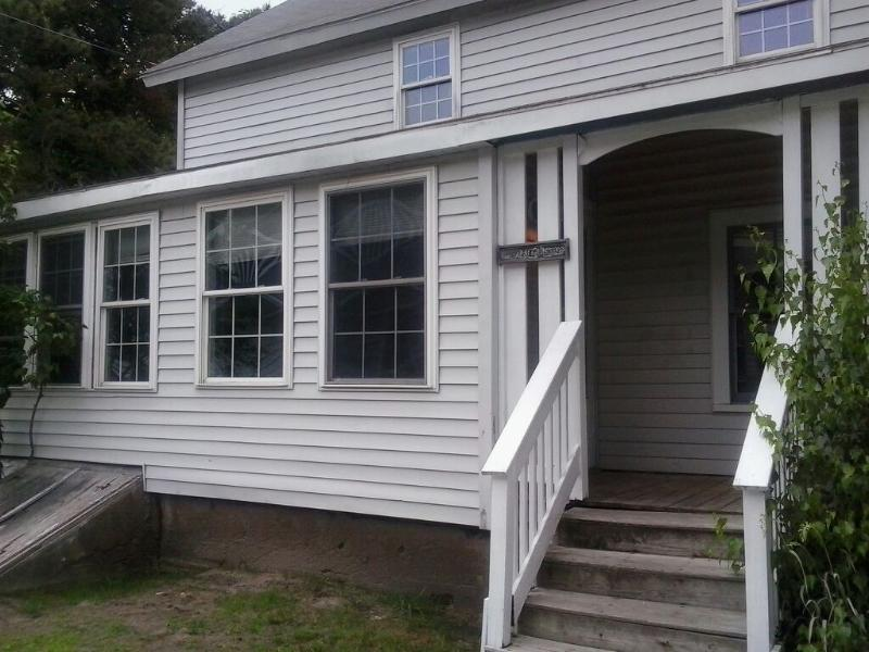 Exterior view - 2.5 Bedroom Cottage Across the Street from Grand Beach - Old Orchard Beach - rentals