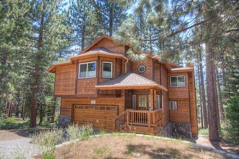 Beautifully Designed 4 Bedroom Home Sleeps 12  ~ RA688 - Image 1 - South Lake Tahoe - rentals