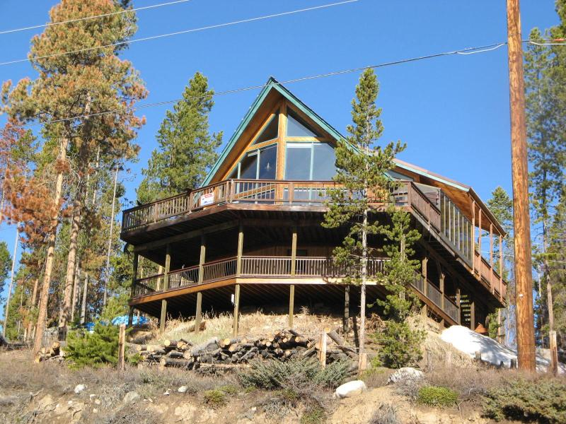 Chalet Home - ENORMOUS LAKE VIEWS - Best Lake and Mountain Views - Walk to Marina - Grand Lake - rentals