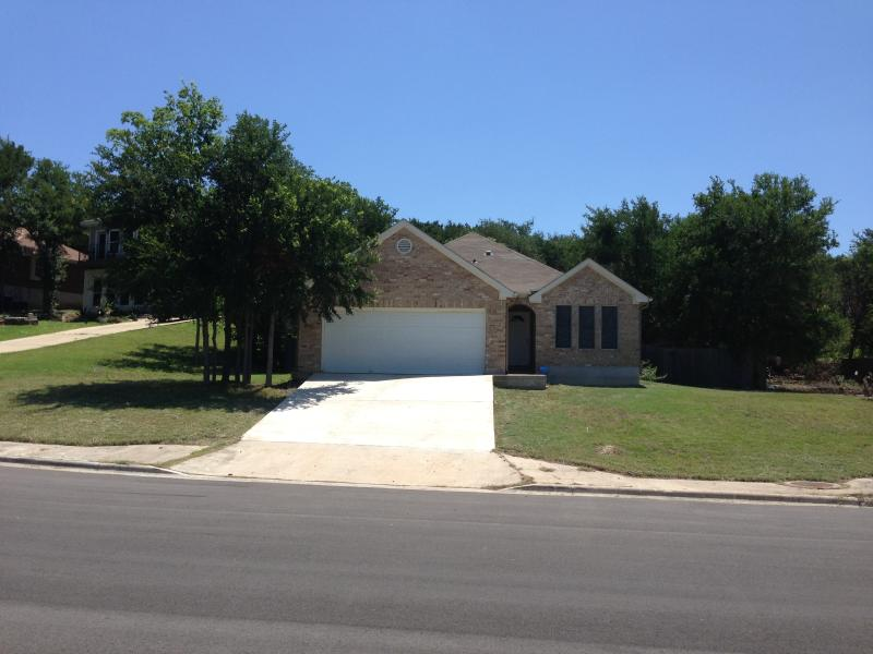 Quiet haven close to downtown and major freeways, perfect place to chill in between exploring Austin - Cozy 3/2 Haven Close to DT&Freeways, V.Accessible - Austin - rentals