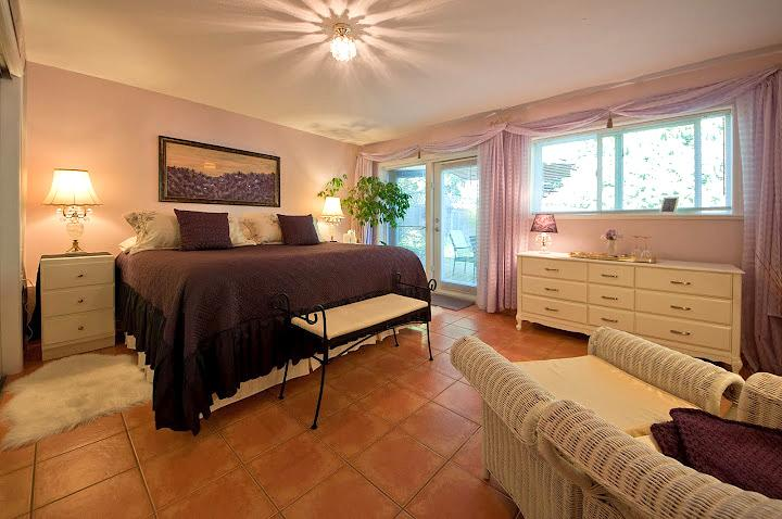 Lavender Room with comfy King bed - Overlooking pristine Cowichan Lake... - Lake Cowichan - rentals