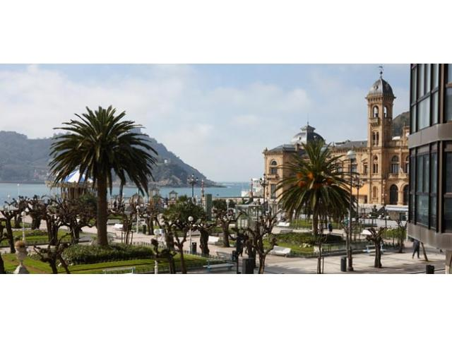 Eder 2 | Views right by the beach and the old town. - Image 1 - San Sebastian - Donostia - rentals