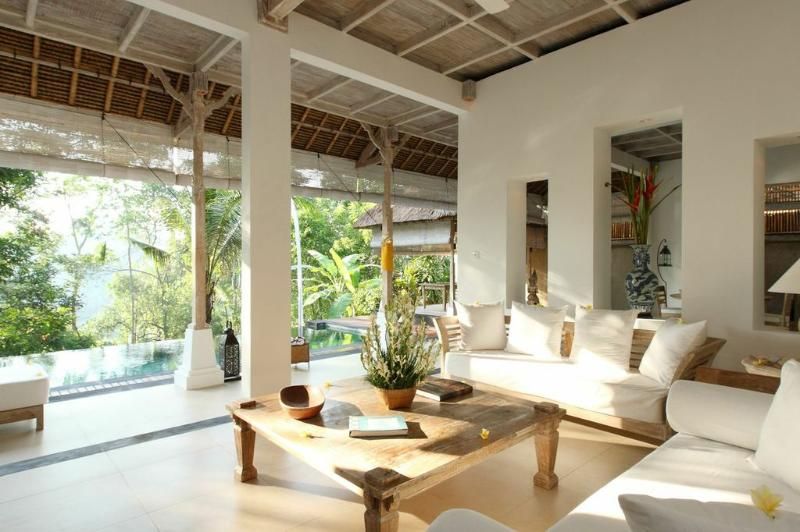 Tastefully furnished cozy lounge - Secluded Hideaway for a Couple with Jungle Views - Ubud - rentals