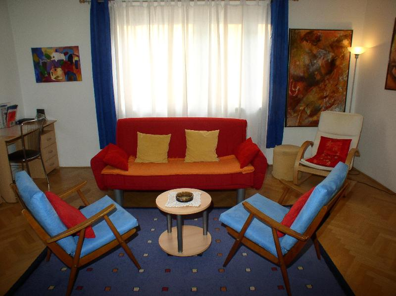 Sofa which falls down to a bed (160 x 200 cm) - Irena TourAs, mere steps of main attractions - Ljubljana - rentals